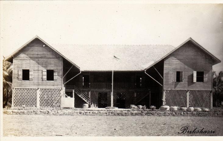 10-อาคารเรียนก่อนวาตภัยมาถึง-ก่อสร้างเมื่อ-กันยายน-พ.ศ.-2496